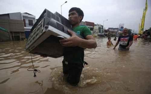 Lũ lụt ở Indonesia làm 20 người chết, 14 người mất tích - Ảnh 1