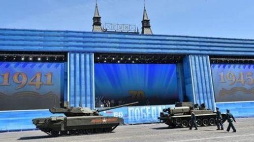 Clip: Siêu tăng Armata bất ngờ 'bị đơ' giữa Quảng trường Đỏ - Ảnh 1