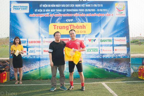 Đội bóng báo ĐS&PL giành giải Nhì cúp Trung Thành - Ảnh 2