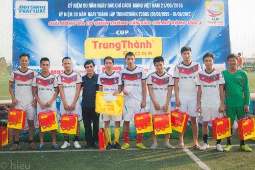 Đội bóng báo ĐS&PL giành giải Nhì cúp Trung Thành - Ảnh 1