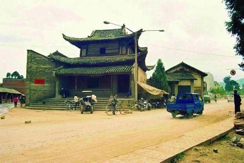 Khám phá ngôi làng giàu có nhất tỉnh Vân Nam, Trung Quốc - Ảnh 2
