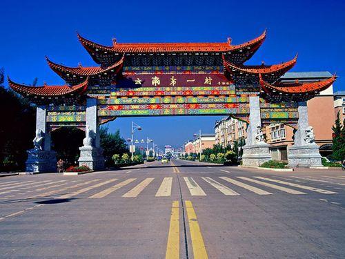 Khám phá ngôi làng giàu có nhất tỉnh Vân Nam, Trung Quốc - Ảnh 1