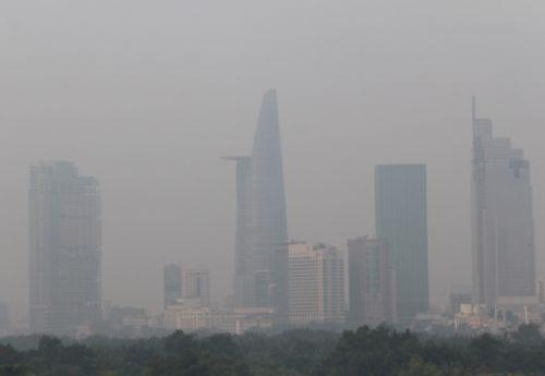 Sương mù bất thường xuất hiện dày đặc ở Sài Gòn - Ảnh 3