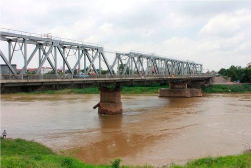 Chồng ném vợ liệt người xuống sông, cây cầu mang tiếng xấu - Ảnh 1