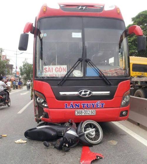 Thai phụ sắp sinh bị xe tông văng xuống đường được chuyển ra Hà Nội - Ảnh 2