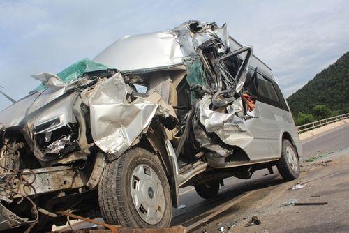 Xe khách tông xe tải, 9 người thương vong - Ảnh 2