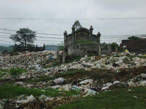 Nhức nhối quy hoạch đất nghĩa trang: Người dân tự phát, chính quyền bất lực? - Ảnh 2