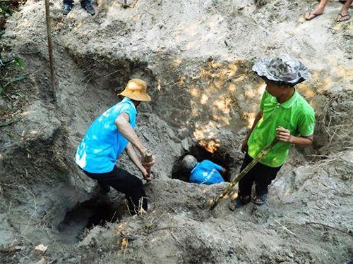 Người dân khai quật địa đạo vừa phát lộ sau 50 năm - Ảnh 2