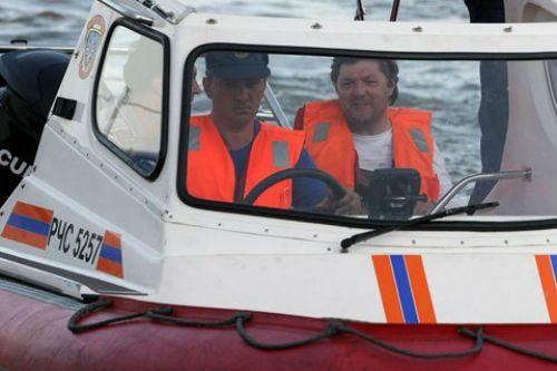 Tàu cá Nga chở hơn 130 người chìm ngoài khơi Thái Bình Dương - Ảnh 1