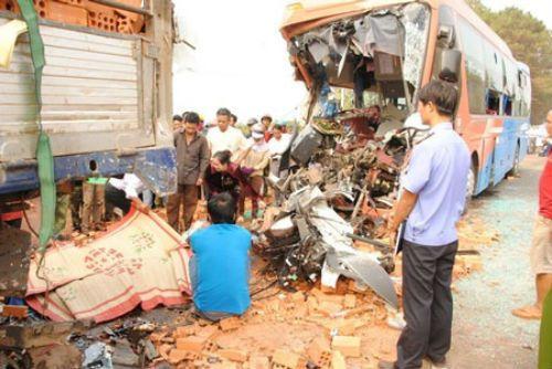 Tai nạn thảm khốc ở Đắk Lắk: 6 người tử vong tại chỗ - Ảnh 1