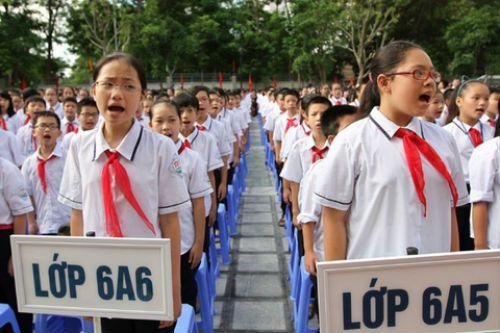 Bộ GD-ĐT sẽ chấn chỉnh địa phương tuyển sinh lớp 6 sai quy định - Ảnh 1