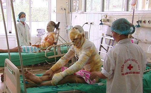 6 nạn nhân bỏng ở Quảng Ninh được giang hồ chăm sóc? - Ảnh 1