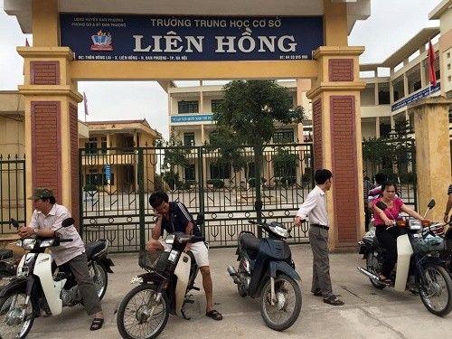 Hà Nội: Phụ huynh lẻn vào trường đánh 3 học sinh - Ảnh 1