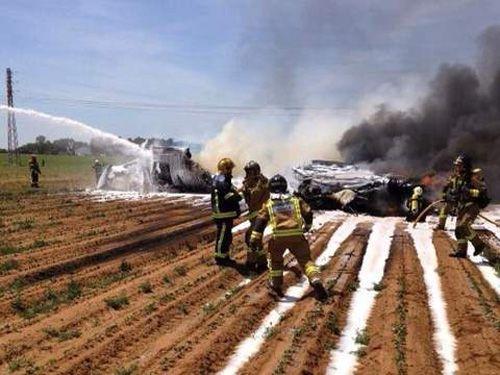 Rơi máy bay quân sự Tây Ban Nha, ít nhất 8 người thiệt mạng - Ảnh 1