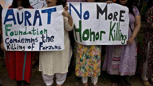 Ra khỏi nhà không xin phép, một phụ nữ Pakistan bị chồng thiêu sống - Ảnh 1