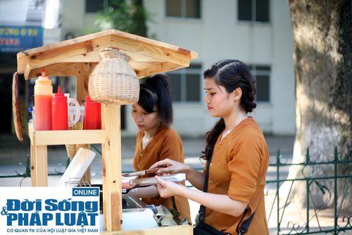 Cận cảnh nhan sắc cô gái Hà Nội bán bánh giò xinh đẹp như hotgirl - Ảnh 1