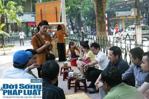 Cận cảnh nhan sắc cô gái Hà Nội bán bánh giò xinh đẹp như hotgirl - Ảnh 4