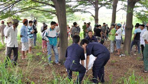 Phát hiện thi thể đàn ông treo trên cây, 2  tay bị trói chặt - Ảnh 1