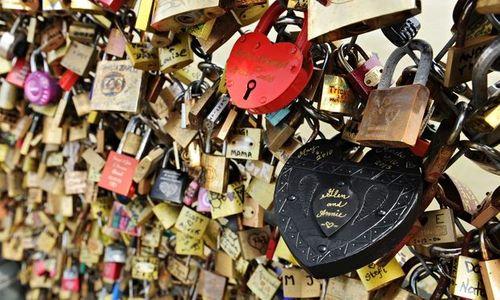 """""""Cầu tình yêu"""" huyền thoại ở Paris chính thức bị phá bỏ - Ảnh 1"""