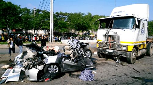 Tài xế khiến 5 người chết từng gây tai nạn, ngồi tù - Ảnh 1