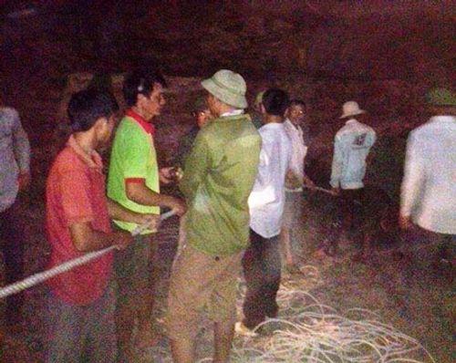 Nghẹt thở giải cứu người đàn ông rơi xuống hang sâu gần 100m - Ảnh 2