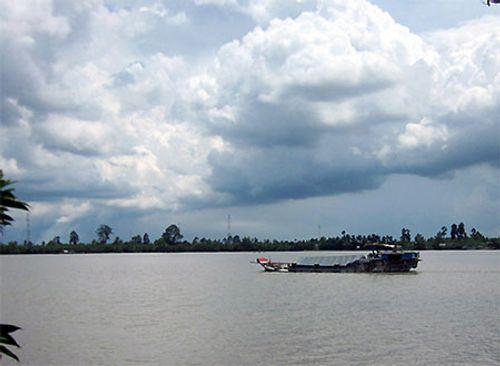 Chìm tàu chở 26 người từ miền Tây lên TP.HCM trên sông Tiền - Ảnh 1