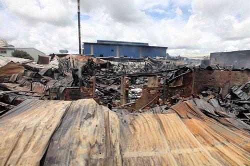 Cháy công ty hóa chất trong khu công nghiệp sau tiếng nổ lớn - Ảnh 2