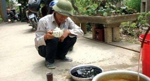 Vì sao nước giếng trong vắt bỗng sủi bọt, tím đen ở Phú Thọ? - Ảnh 1