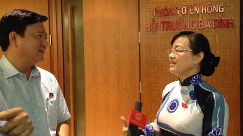ĐBQH chất vấn Bộ trưởng Đinh La Thăng ngay tại hành lang - Ảnh 1