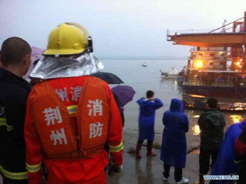 Chìm tàu Trung Quốc, gần 500 người gặp nạn - Ảnh 2