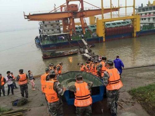 Chìm tàu Trung Quốc, gần 500 người gặp nạn - Ảnh 1