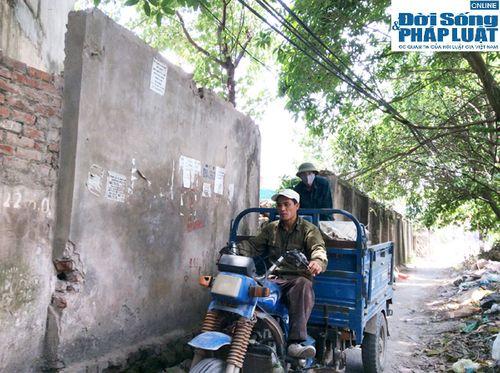 Cận cảnh bức tường nguy hiểm nhất Hà Nội - Ảnh 10