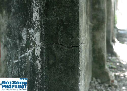 Cận cảnh bức tường nguy hiểm nhất Hà Nội - Ảnh 4
