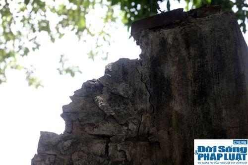 Cận cảnh bức tường nguy hiểm nhất Hà Nội - Ảnh 5