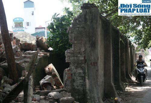 Cận cảnh bức tường nguy hiểm nhất Hà Nội - Ảnh 6