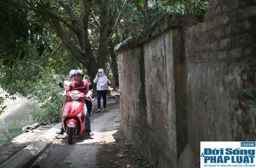 Cận cảnh bức tường nguy hiểm nhất Hà Nội - Ảnh 7