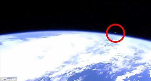 """NASA vô tình """"để lộ"""" video 3 vật thể bí ẩn rời khỏi Trái đất - Ảnh 1"""