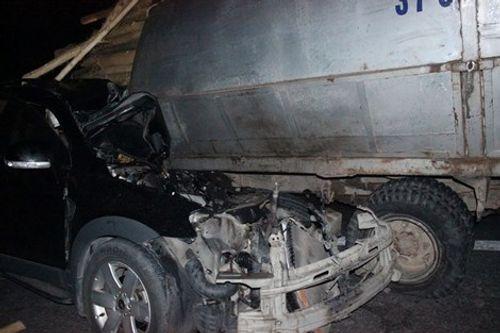 Giám đốc khách sạn tử vong vì đâm xe con vào xe tải - Ảnh 1