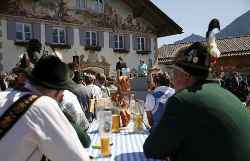 Tổng thống Obama đi uống bia với Thủ tướng Merkel ở Đức - Ảnh 1