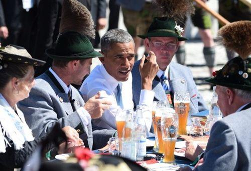 Tổng thống Obama đi uống bia với Thủ tướng Merkel ở Đức - Ảnh 3