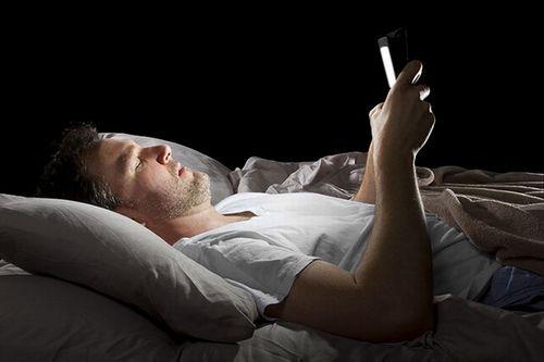 """""""iPhone khiến người dùng dễ mất ngủ hơn"""" - Ảnh 1"""