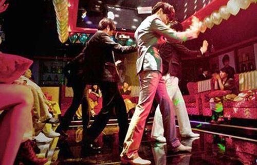 """Thế giới ngầm tại bar, beer club: Bất ngờ """"tiêu chuẩn trai mồi"""" - Ảnh 1"""
