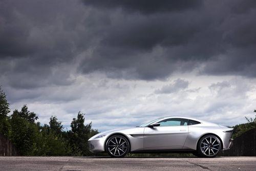 """""""Soi"""" siêu xe Aston Martin DB10 của điệp viên 007 - James Bond - Ảnh 1"""