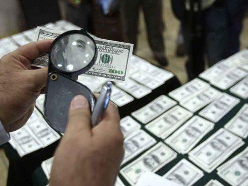 Triệt phá vụ tiêu thụ lượng lớn USD giả - Ảnh 1