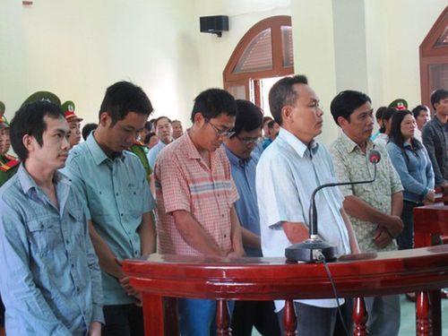 Vụ nhóm công an dùng nhục hình: Đề nghị khởi tố Viện trưởng VKS TP Tuy Hòa - Ảnh 1