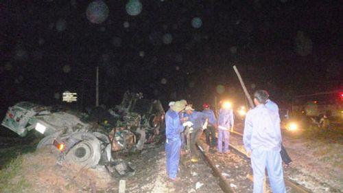 Khởi tố vụ tàu hỏa đâm đứt lìa ô tô làm 6 người thương vong - Ảnh 2