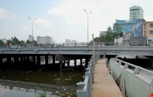 Điều tra nghi án đôi nam nữ phi tang xác người xuống cầu - Ảnh 1