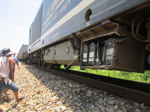 Xe tải nát đầu khi cố tình vượt tàu hỏa - Ảnh 2