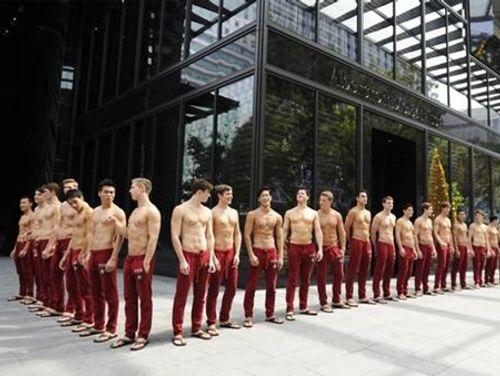 Hé lộ những góc tối ít ai biết về nghề người mẫu nam - Ảnh 2