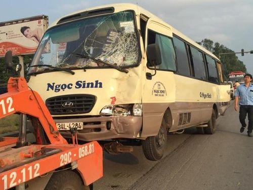 Xe rác mất phanh tông vào xe khách chở gần 20 người - Ảnh 1